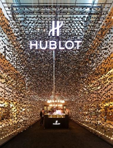506cfbbb28ba0d4adf0000b5_hublot-popup-store-asylum_hublot_pop_up_singapore_0029-382x500
