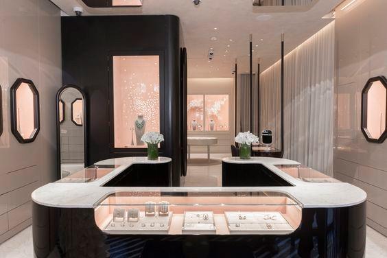 Thiết kế và thi công showroom trang sức